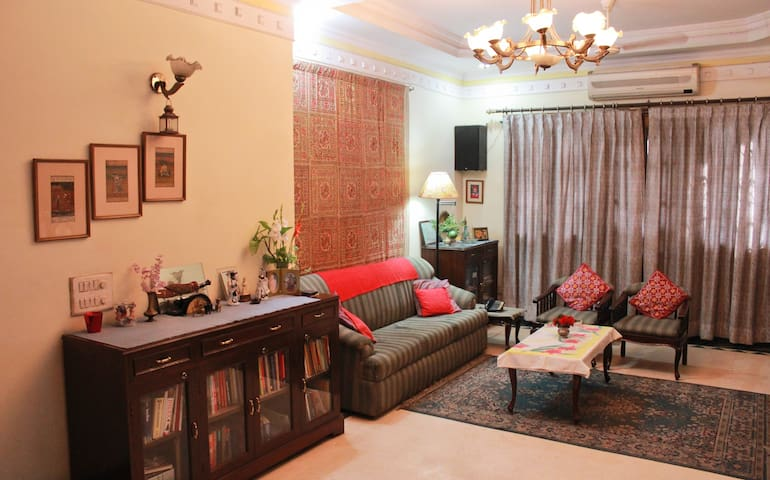 Army Officer's Bnb Homestay Delhi--Very centrally - Nova Delhi - Bed & Breakfast
