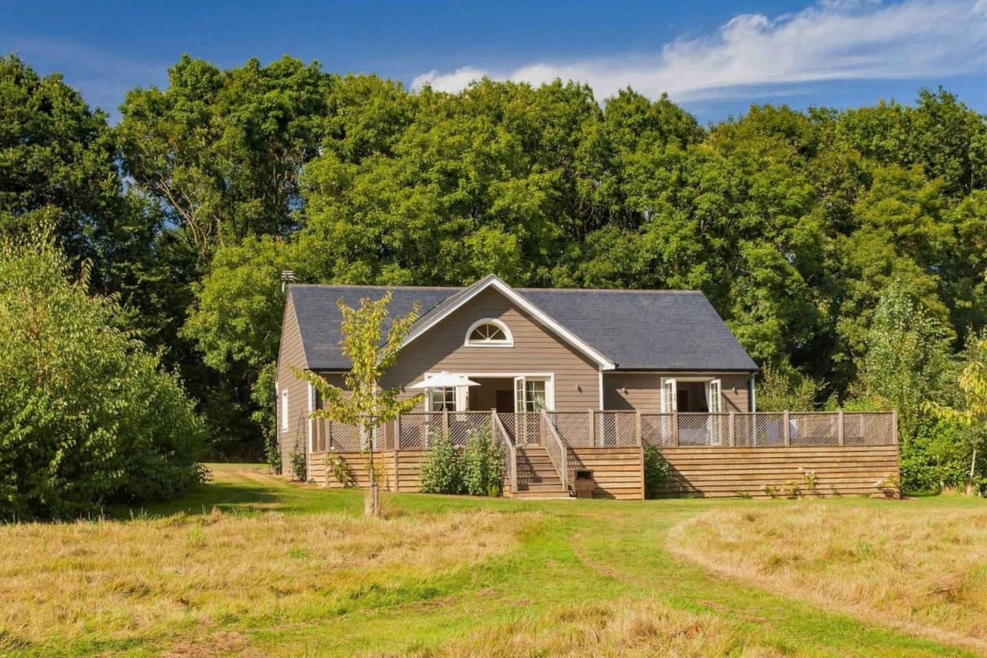 Campion Lodge is a luxury 5 AA star self-catering lodge in the breath-taking Colne Valley