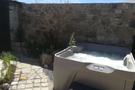 Zen Ensuite on the Wicklow Way (with hot tub)