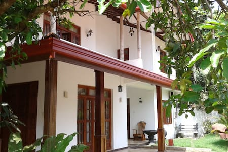 Hotel T&T Family Room For 6 People - Anuradhapura