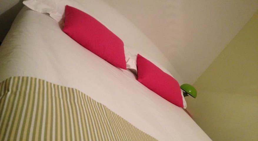 Chambre Lisbonne - Tassin-la-Demi-Lune - Bed & Breakfast
