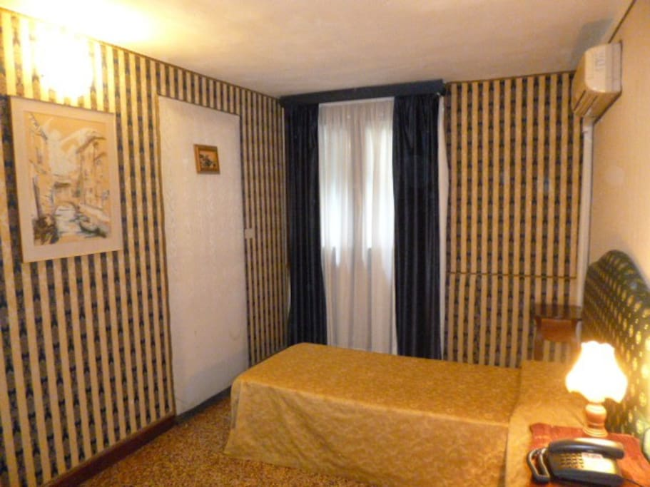 SINGLE ROOM WITHOUT VIEW WHIT PRIVATE BATHROOM