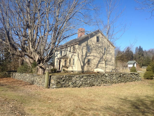 Lovely 18th Century Farmhouse  - Jamestown - House