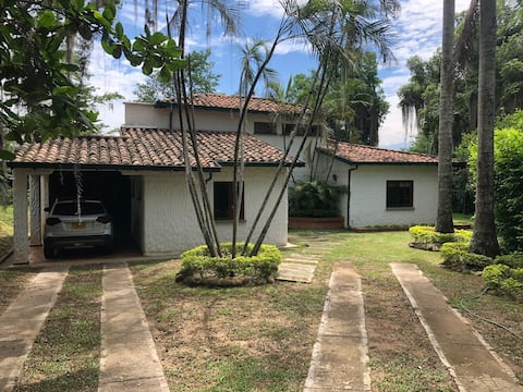 Country house , great weather, close to giron.