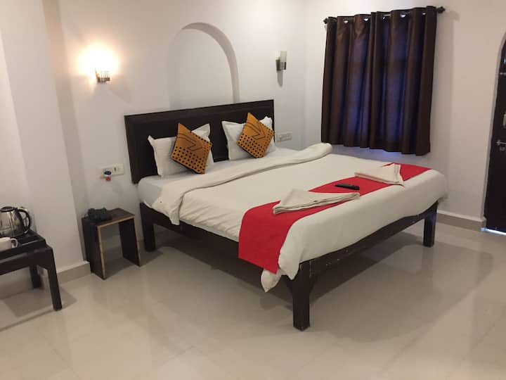 Deluxe BnB  Middle of  Baga & Anjuna Beach