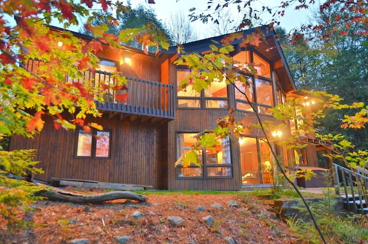 Oastler Ridge ~ Fabulous Oastler Lake cottage with SW exposure for the perfect sunset views!