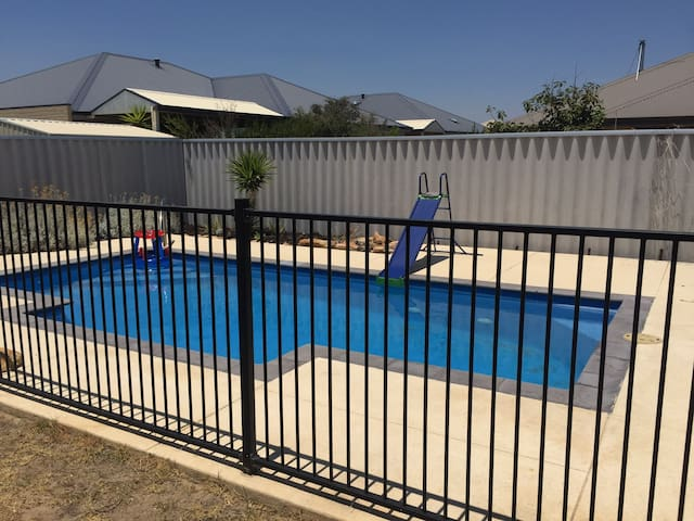 South West Family Home with Pool, Dalyellup