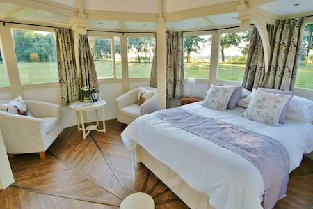 The Folly - one off luxury Glamping accommodation