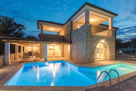 Villa Diamond - Private Villa mit 4 Schlafzimmern und Pool