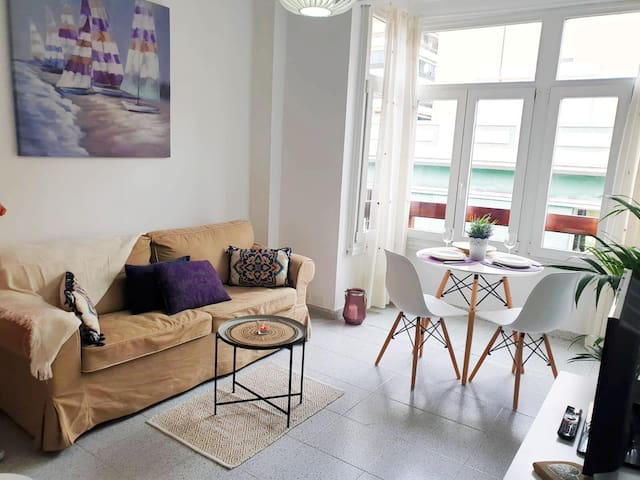 Vives Beach Flat by Canary365