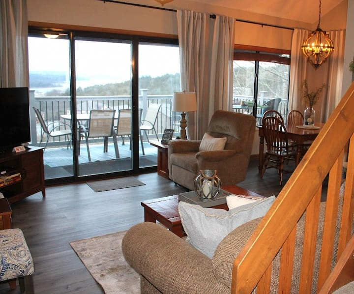 Fantastic Lakeviews!  No Steps!  Great Family Getaway - 1 mile to Silver Dollar on Table Rock Lake!