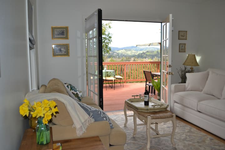 Hilltop Bungalow with Marin views - San Anselmo - Domek parterowy