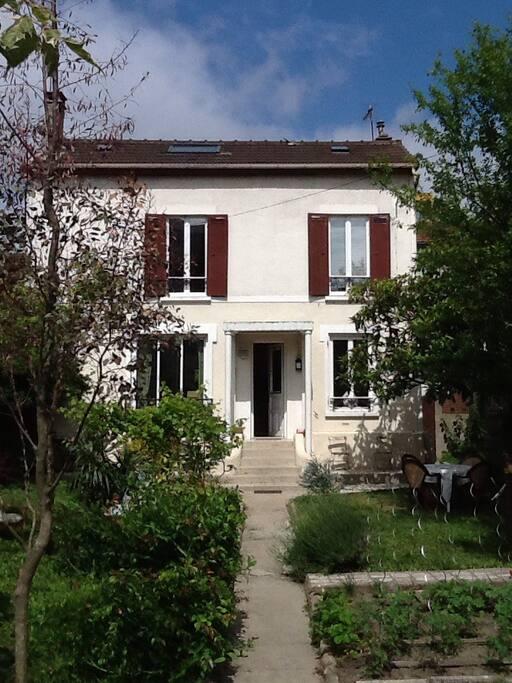 Maison avec jardin porte de paris maisons louer bagnolet le de france france - Maison a louer avec jardin wasquehal dijon ...
