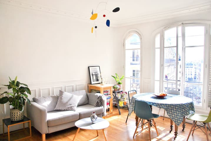 2 bedrooms bright and cosy apartment in Montmartre