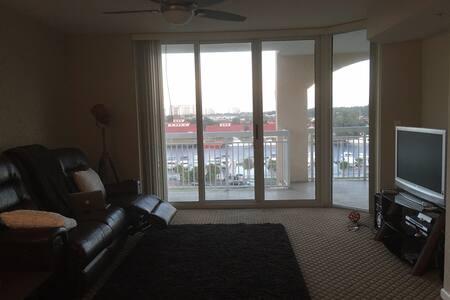Barefoot Resort:1 Bedroom,2 Queen-Private bathroom - North Myrtle Beach - Apartment