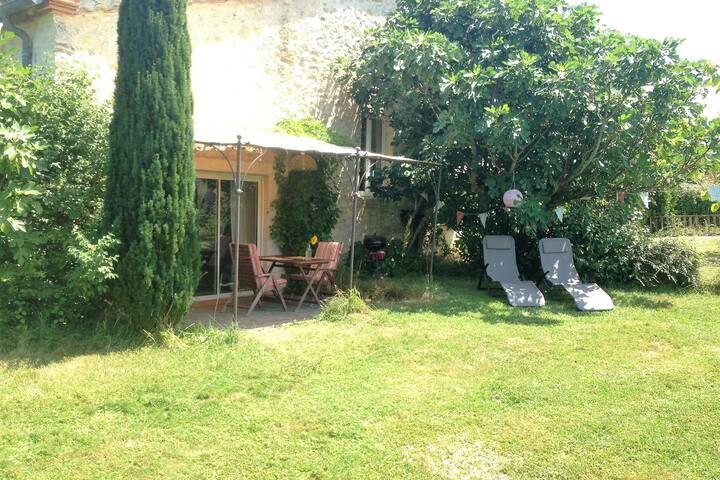 Peaceful Cottage with Swimming Pool in Fayssac France