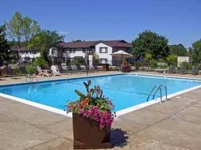 Neat One Bedroom Apartment in Westmont