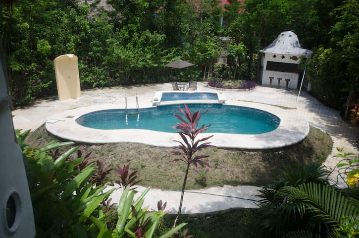 Big Land in Mayan Nature. 12 rooms fully equipped.