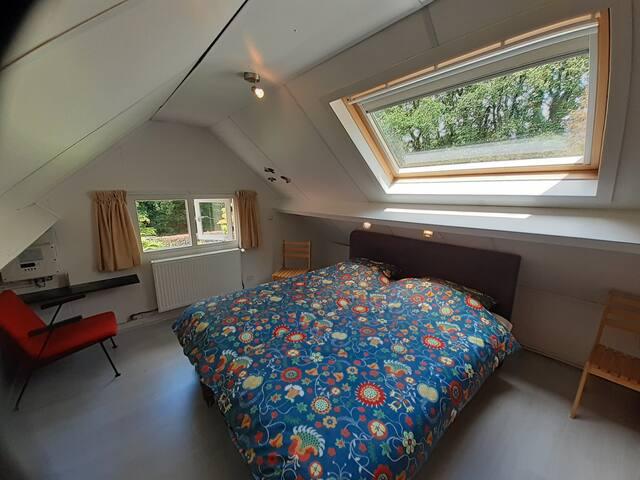 Slaapkamer 2 (alleen te bereiken door door slaapkamer 1 te lopen)