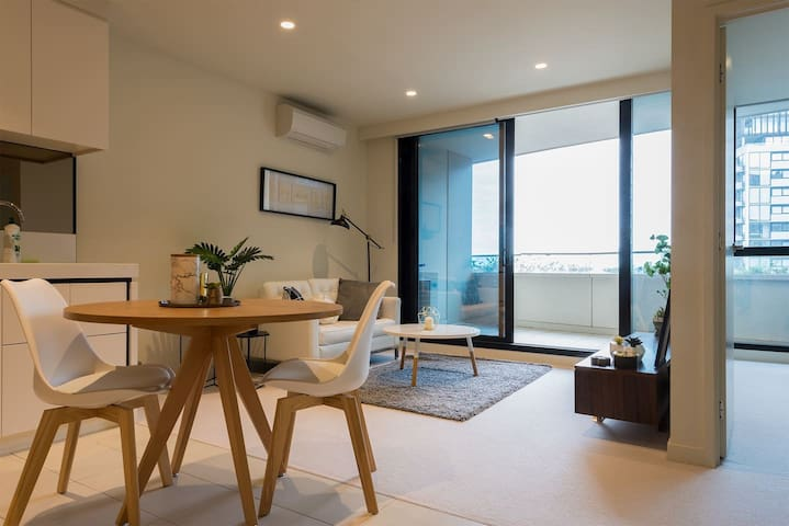 Stunning 2 beds apartment + parking