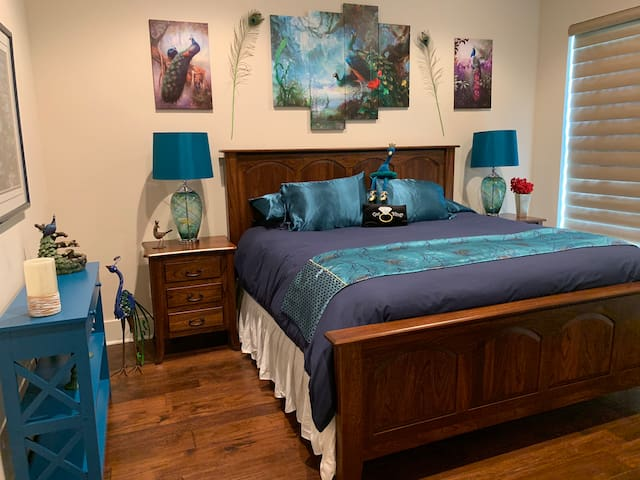 Peacock Forest Room-
