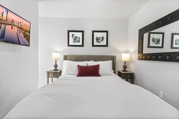 Cozy Suite w/ Private Bath in Center City