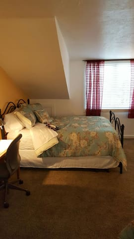 Two Queen Size Beds Private Bath - Springville - Casa