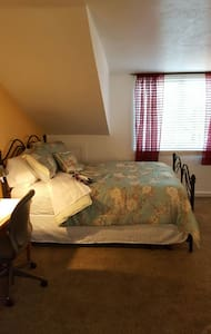 Two Queen Size Beds Private Bath - Springville - Talo