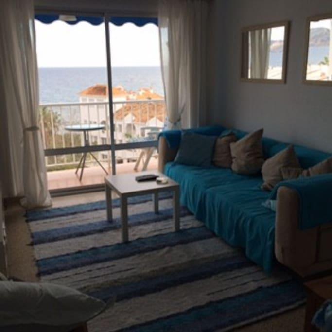 Lounge in summer facing sea (5 mins walk) + mountains