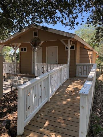 Private Getaway Lodge near Lackland AFB & Seaworld