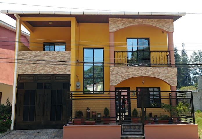 """Habitación con Balcón """"Villas del Valle"""" el Zarzal"""