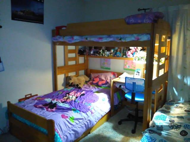 Private room in a 2 bedroom condo!! - Santa Ana - Daire