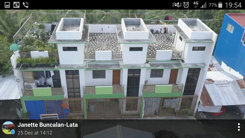 2 storey apartment/2Bdr/2Bath & Rooftop w/ garage.
