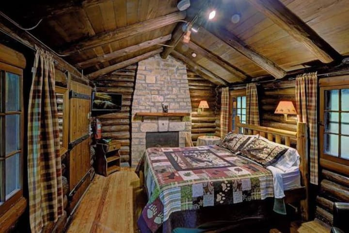 Cozy Cabin! - Handicap Accessible - Free Standing Cabin