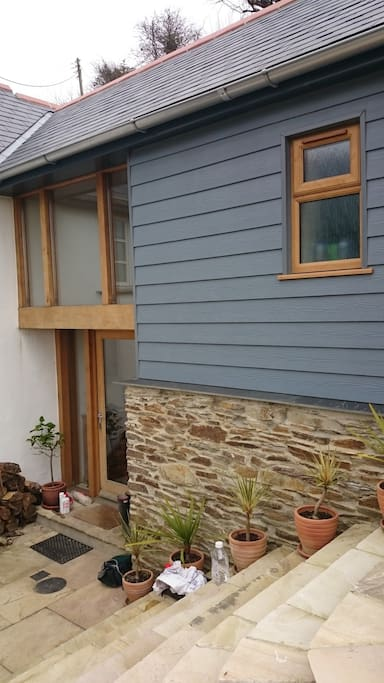 Guests have full use of the annexe with their own entrance.