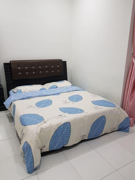 2nd Room - Queen Bed