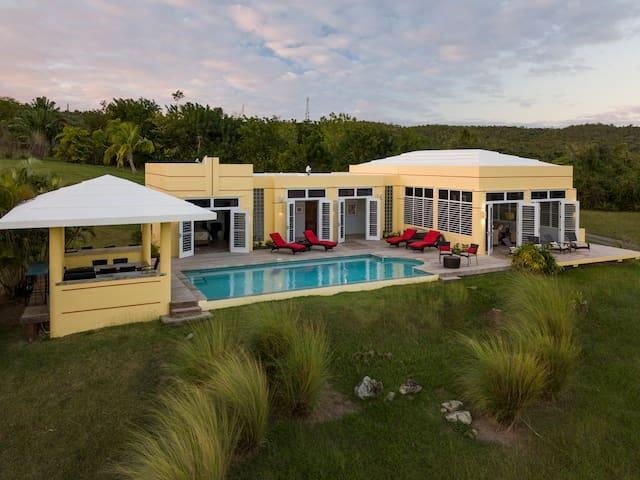 Quinta Jacaranda, Estate Villa with Sea Views