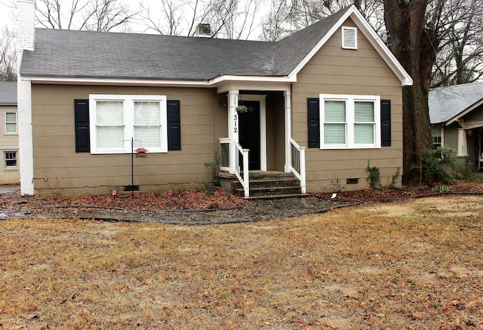 Quaint bungalow in historic downtown Cartersville