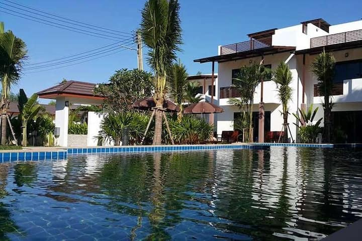 Oasis Garden and Pool Villa 4 BR