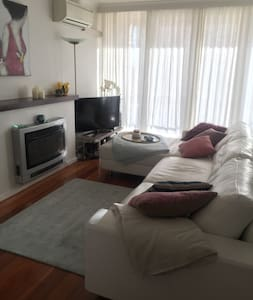 CHIC LITTLE PAD CLOSE TO THE CITY... - Elsternwick