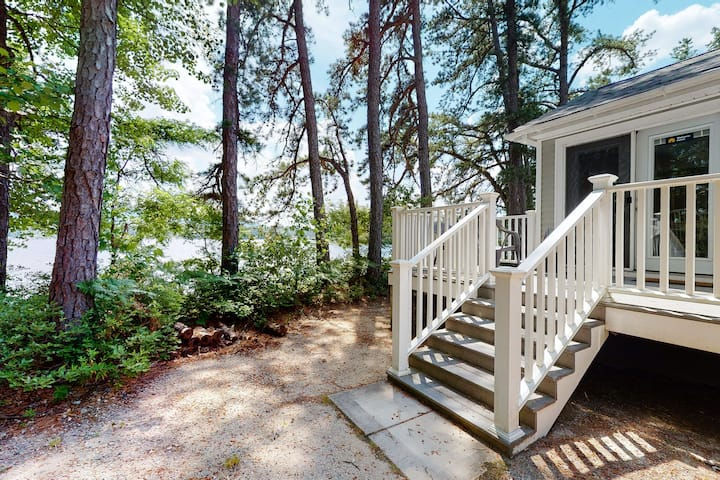 Quaint lakefront home w/private beach, grill, and access to dock/fishing/kayaks!