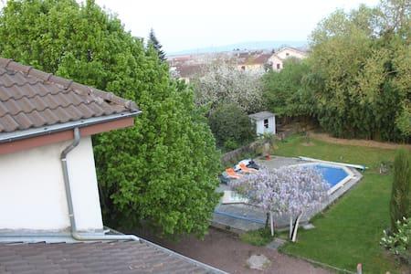 Chambre 2 ds grand maison familiale - Péronnas - Casa