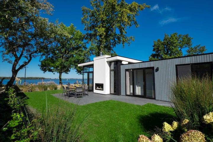 Luxus Strandhaus. Einzigartiger Cube mit Meerblick