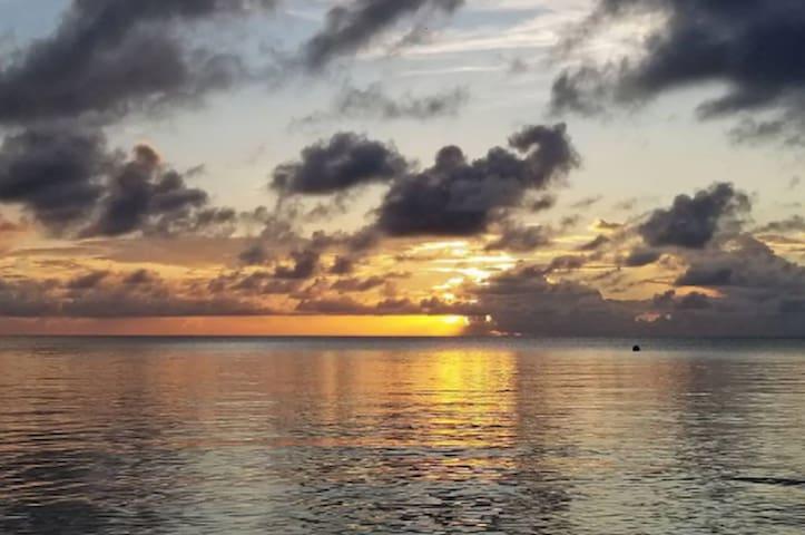 2 Bed 2 bath Beach Condo 180 degree ocean views
