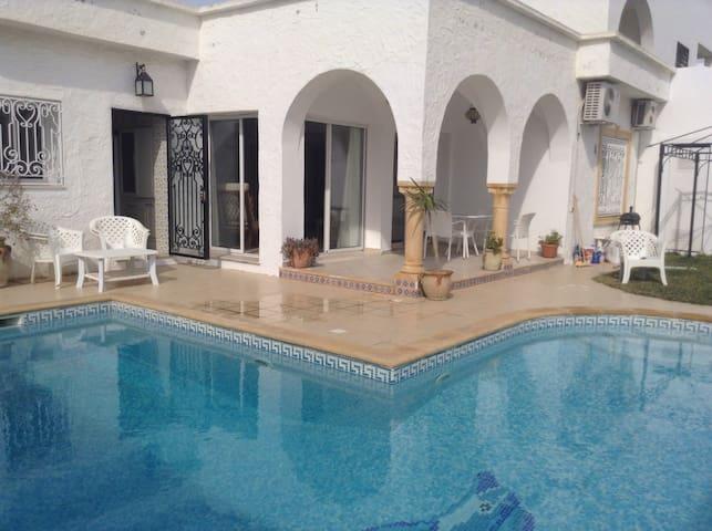 Très belle villa à 3mn de la plage à pied - Yasmine Hammamet  - Vila