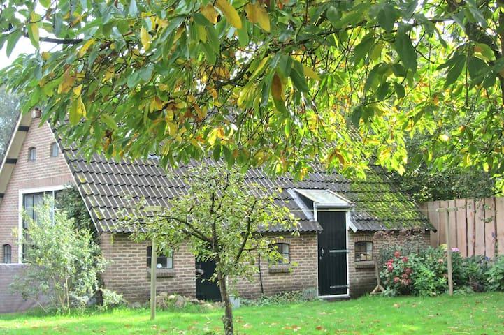 Romantisch en stil gastenverblijf - Dwingeloo - Houten huisje