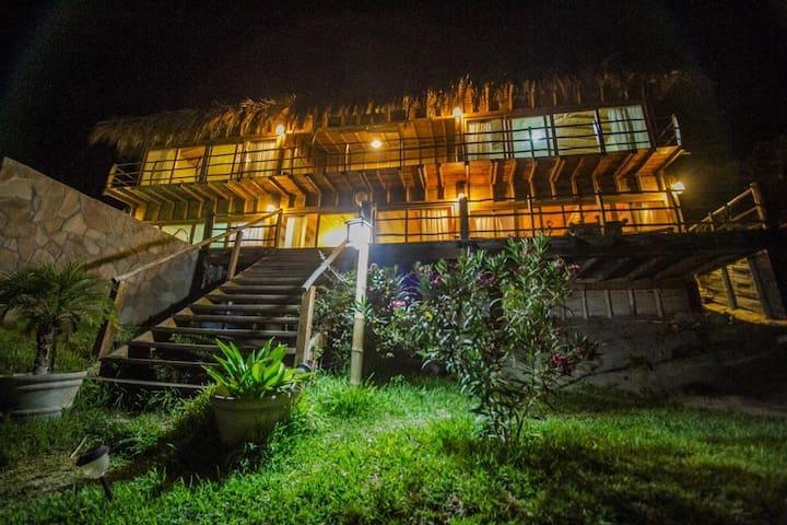 Altamira Vichayito casa para 10 pers con piscina - Vichayito