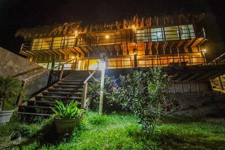 Altamira Vichayito casa para 10 pers con piscina - Vichayito - Casa