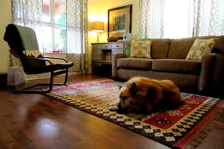 """Aspen Grove Cottage-""""Cedar"""" (1-2 people/Full bed) - Ház"""