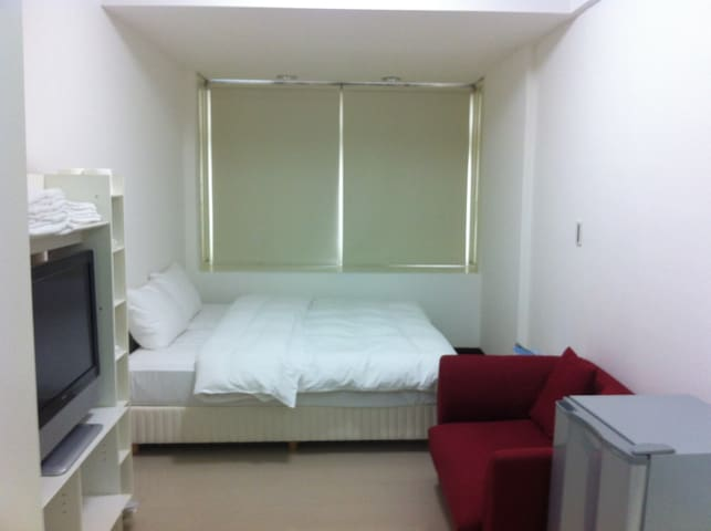 near MRT 捷運 飯店式套房/兩張單床(two single beds)